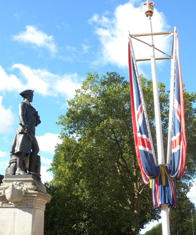 Captain Cook outside the Old Admiralty Building