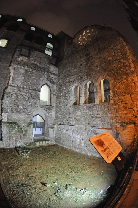 Winchester Palace Ruin - Clink Street - night