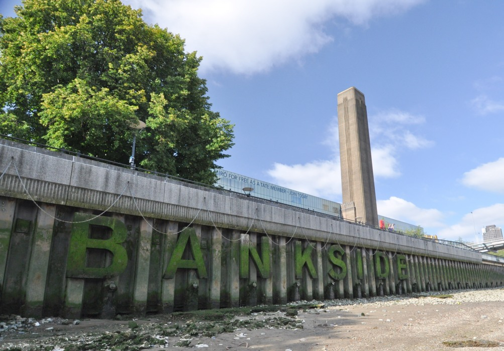 Bankside lettering and Tate Modern in Background