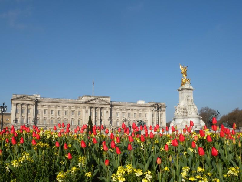 Buckingham Palace - Queen Victoria Memorial Gardens
