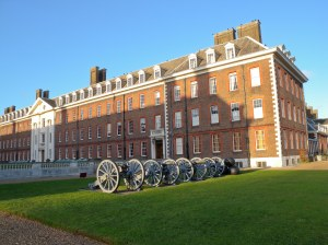 Royal Hospital Chelsea - Front view - cannons
