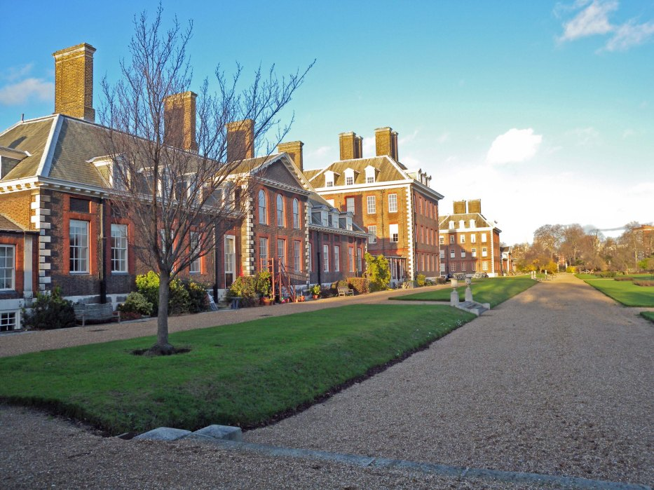 Royal Hospital Chelsea - Front / side view