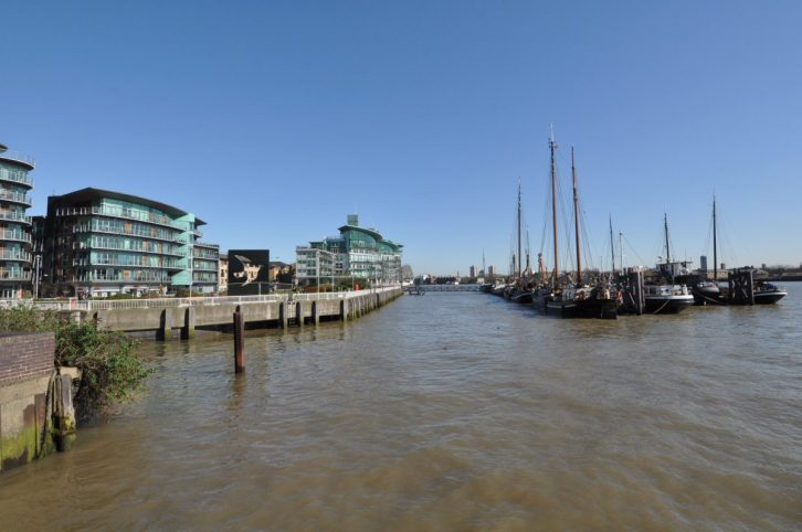 London Runs and Photo Routes - View from Hermitage Riverside Memorial gardens - looking East