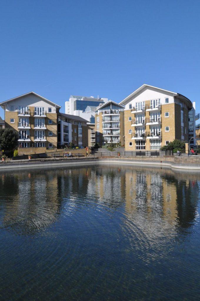 London Runs and Photo Routes - Development near Hermitage Riverside Memorial gardens