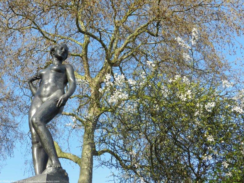 "Atalanta - Francis Derwent Wood's (credited as ""Chelsea Embankment statue"""