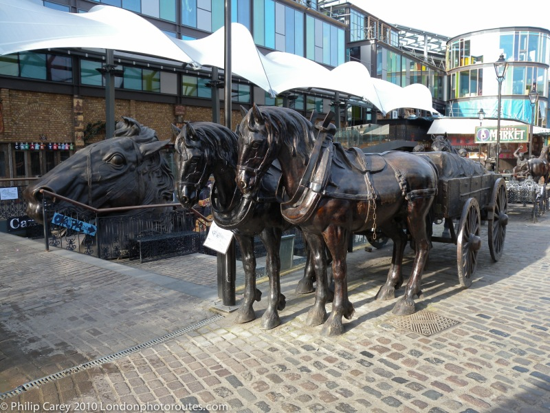 Horse and cart and horse head in Stable Yard