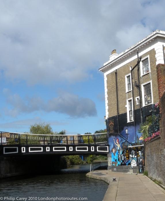 Music bar on Canal