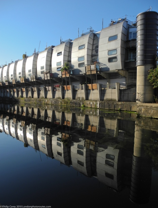 Grand Union Walk Housing - Grimshaws - near Kentish Town Road Bridge
