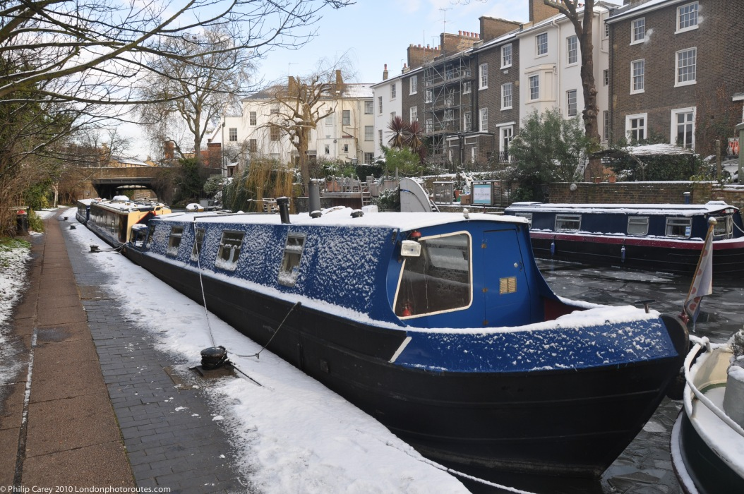 Regents Canal Barge - winter
