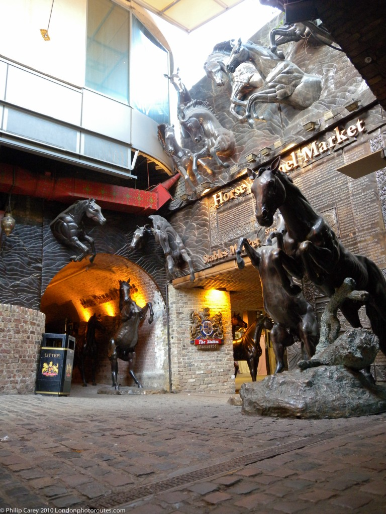 Horse Sculptures in Stables Market