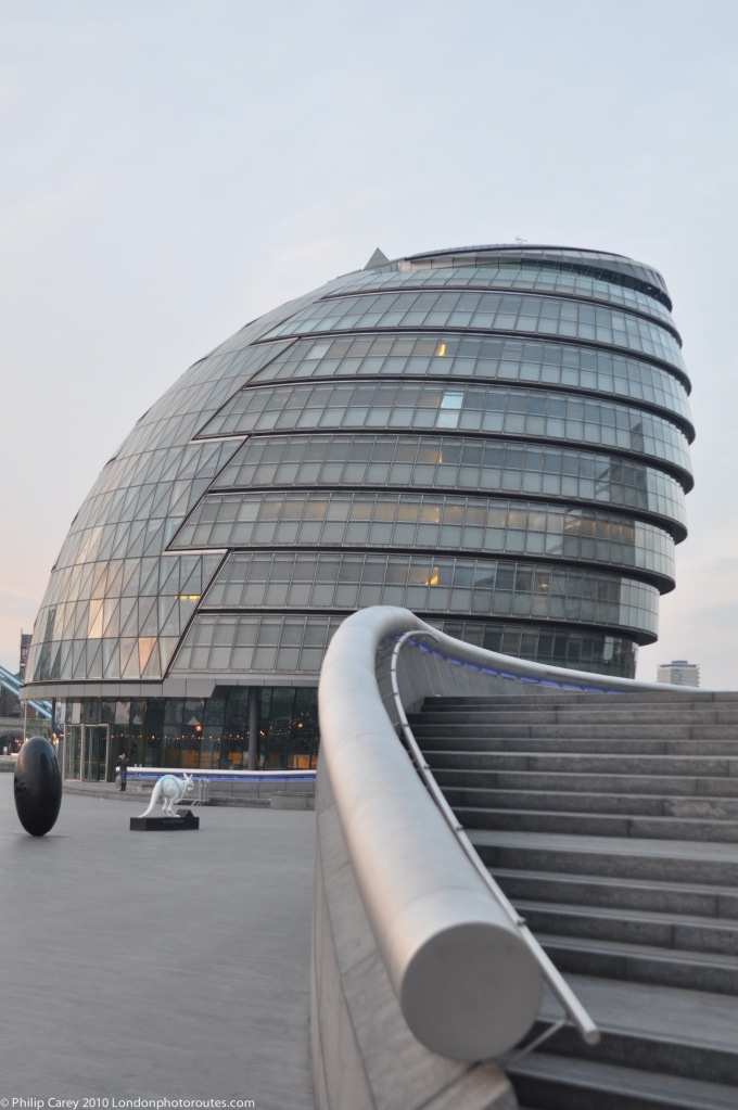 CURVED - City hall by London Bridge