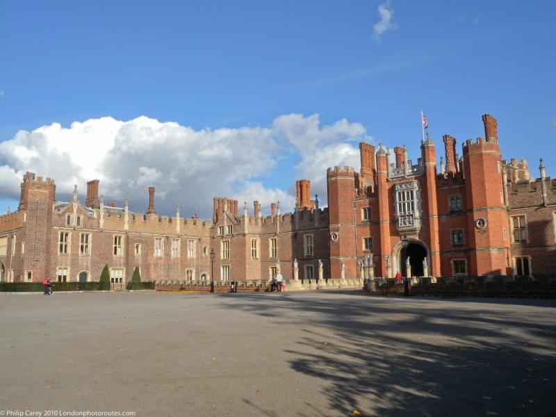 Hampton Court Palace - Entrance views 2