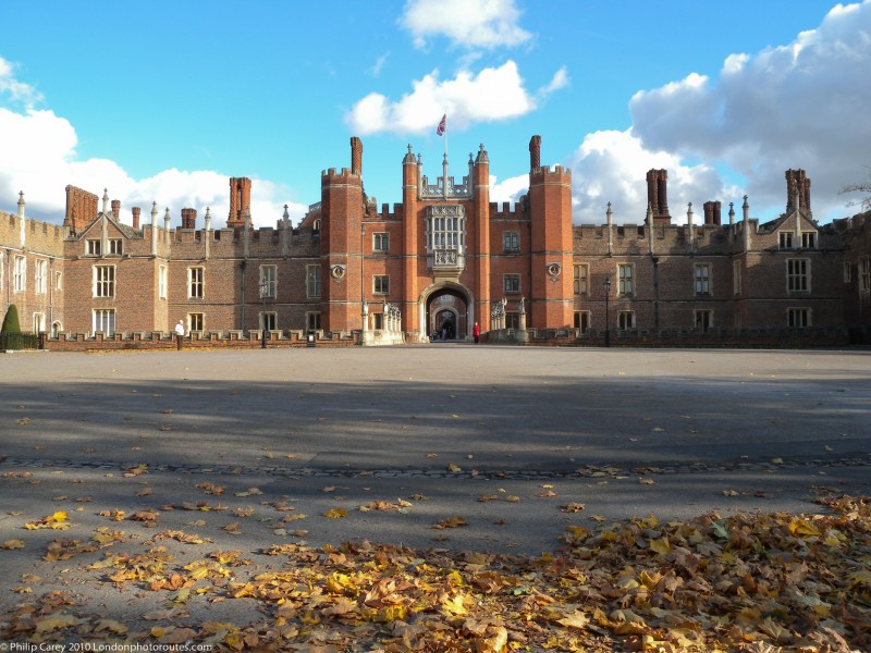 Hampton Court Palace - Entrance views