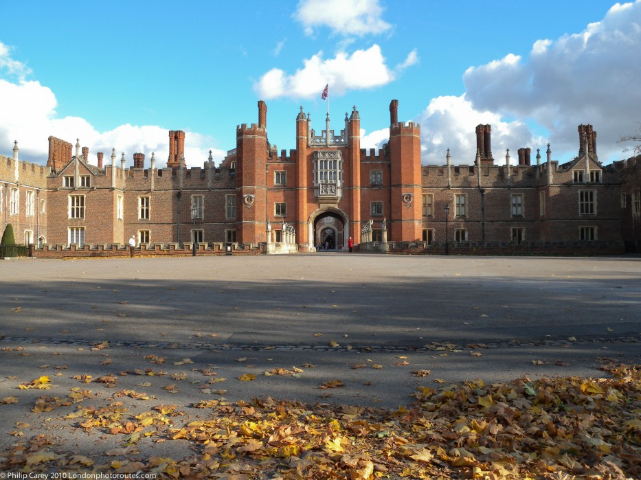 Hampton Court Palace - Entrance views