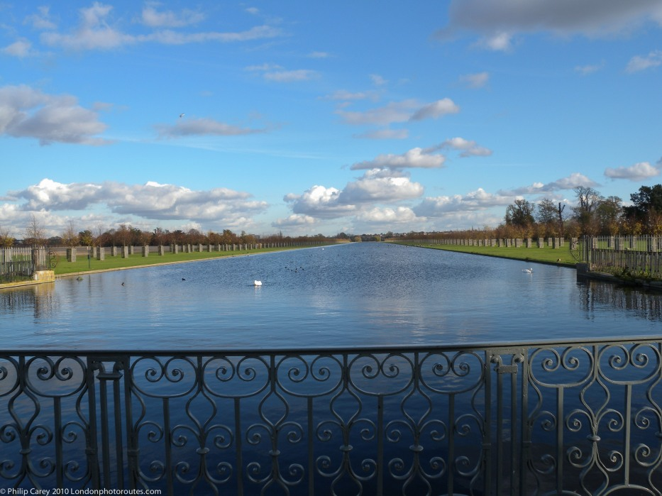 The Long water - Back of Hampton Court Palace -