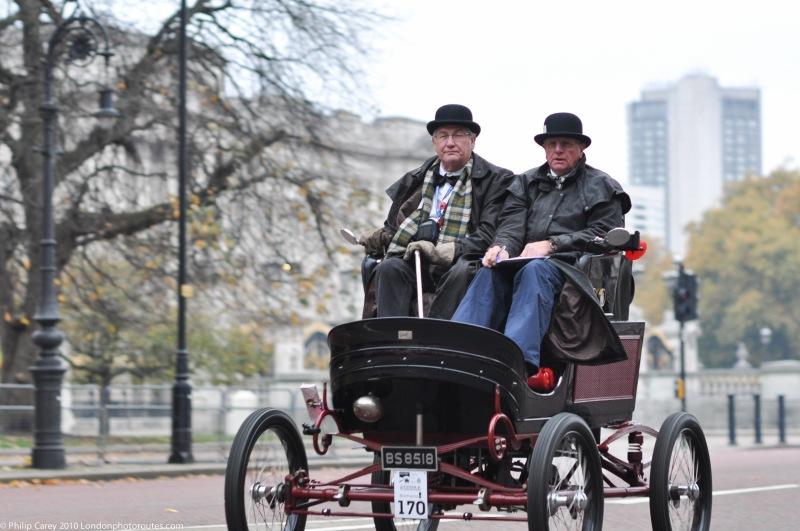 Passing the Buckingham Palace - Veteran Car