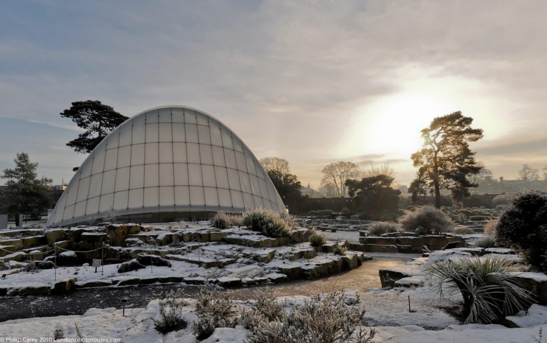 London Runs and Photo Routes - Alpine House - Kew Gardens - Morning
