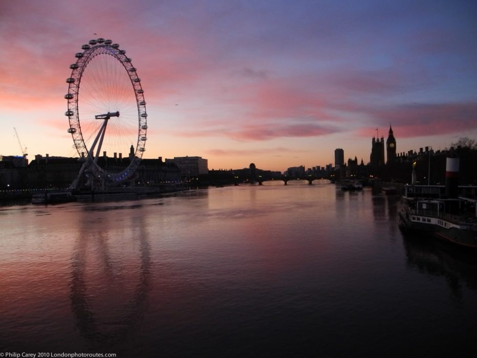 London Runs and Photo Routes -London Eye and Houses of Parliament just before sunrise