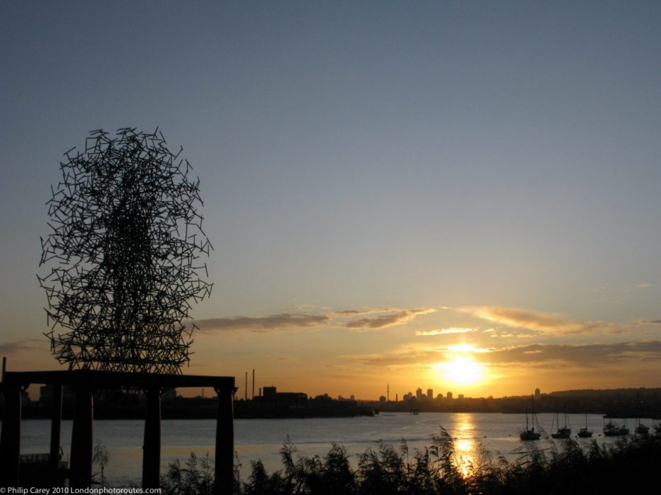 London Runs and Photo Routes - Antony Gormley's Quantum Cloud by the river at the O2 Arena - Sunrise