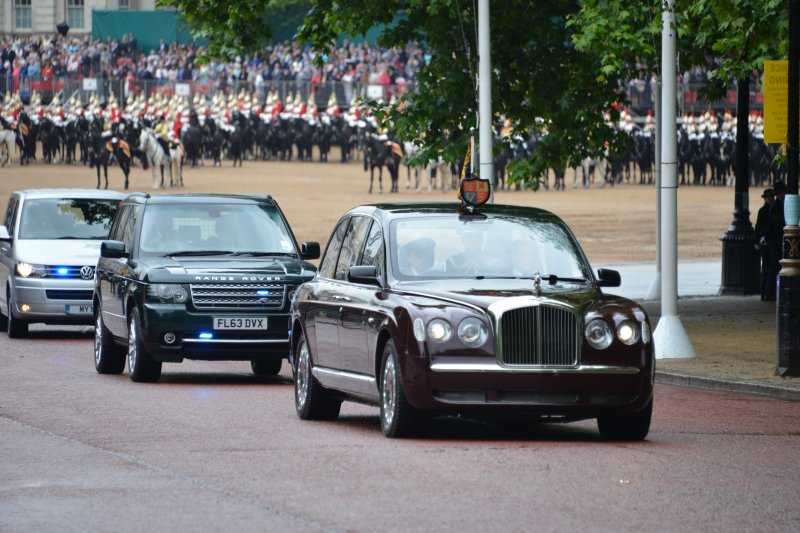 Household Calvary Standard Parade - Queen leaves 1